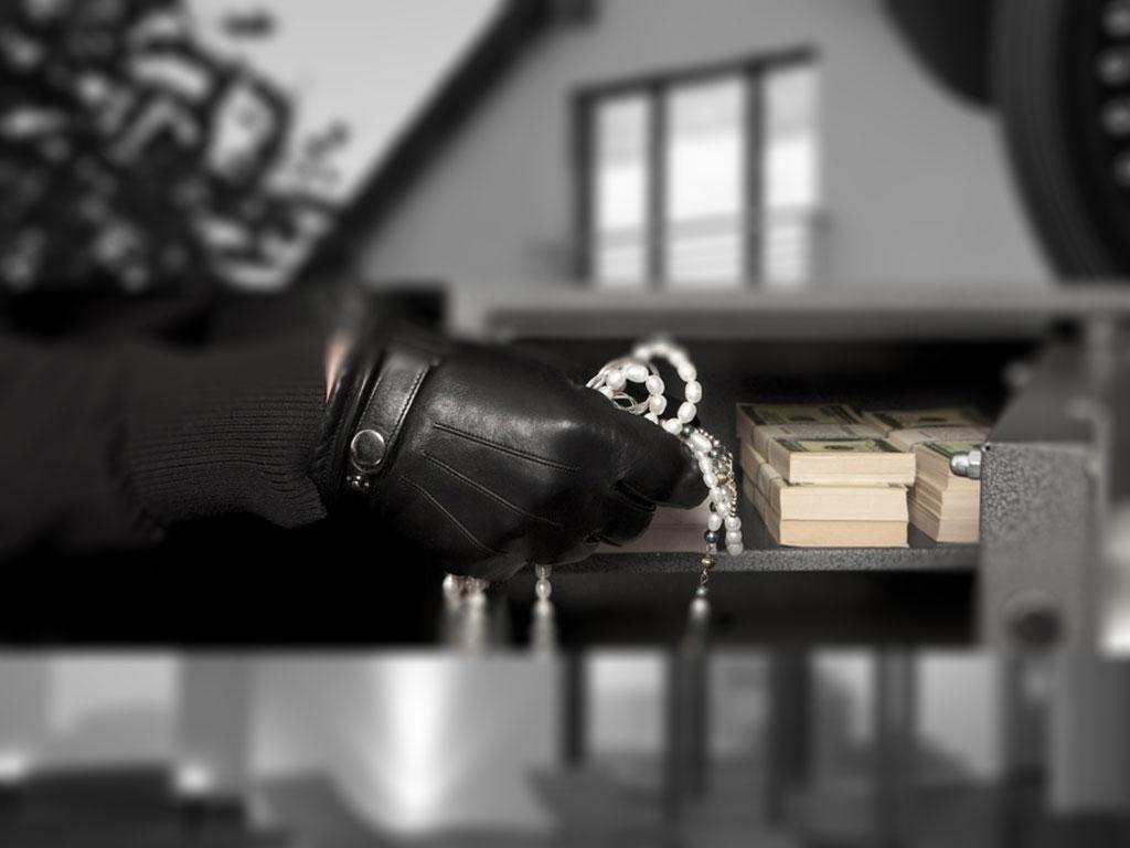 Difendersi dai ladri in casa: 10 regole per proteggersi